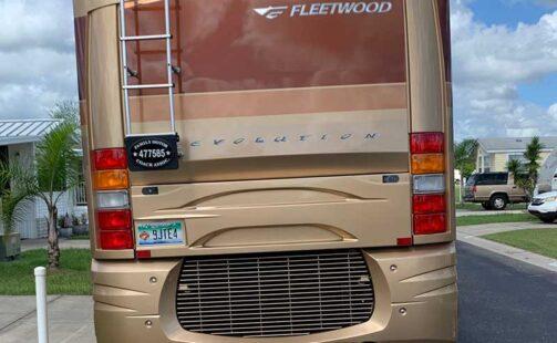 2005 Fleetwood Revolution 40C